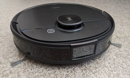 Deebot OZMO T8 AIVI's camera allows for accurate cleaning and monitoring